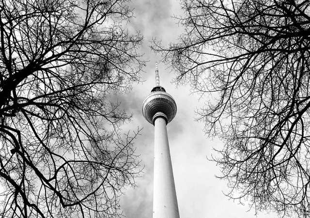fotografie für Webseiten, Mobiles Fotostudio Berlin, Fotografin jennifer Sanchez, Lanschaftsfotos, Firmengelände, fernstehturm berlin im winter, tv tower berlin,