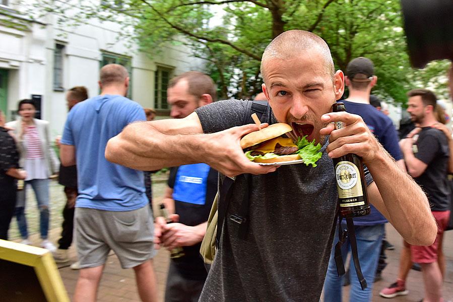 Gruppenfoto, eventfotograf berlin, urban nation, streetart, veranstaltungsfoto, fotograf berlin, mobiles fotostudio, fotos für firmenevents, burger essen